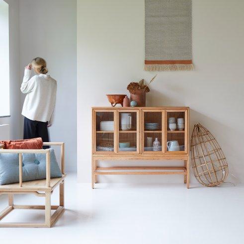 Vetrina bassa in legno di mindi 120 cm arredo sala for Mobile basso sala da pranzo