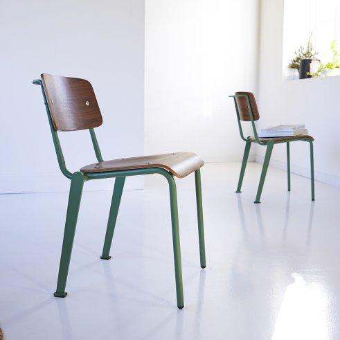 Stuhl aus Metall und Walnuss Mio grün
